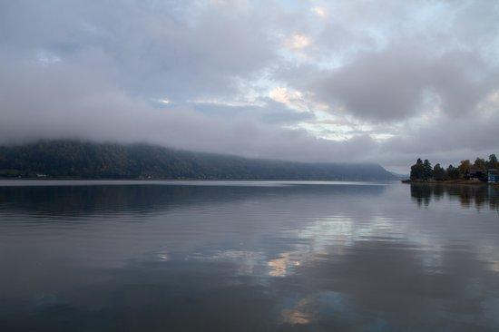 Hotel Urbani: Morning view of the lake