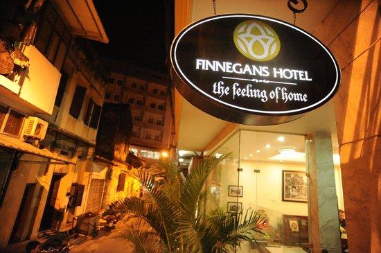 Hanoi Finnegans Hotel: In front Finnegans hotel