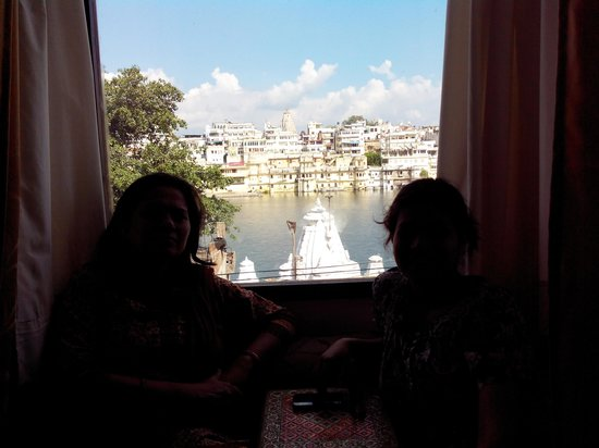 Hotel Mandiram Palace: view of lake pichola from our room