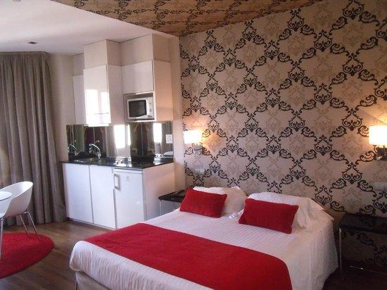 ApartoSuites Jardines de Sabatini: bed