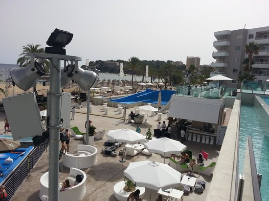 Sol Wave House Hotel: deck area