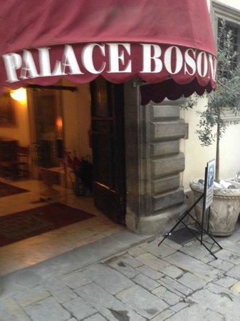 Hotel Bosone Palace: L'entrata dell'Hotel