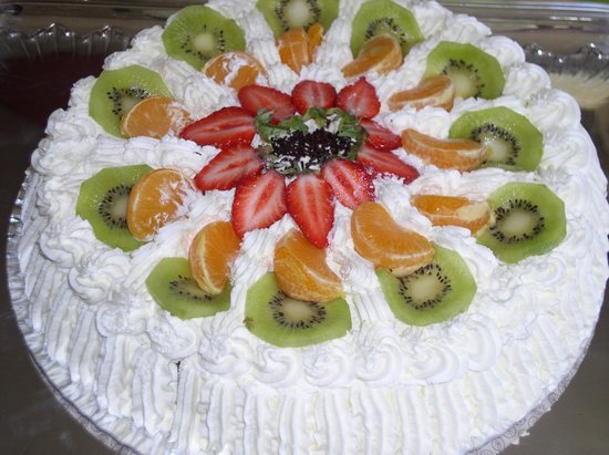 Breles, Francia: Gâteau anniversaire-tudy aux fruits
