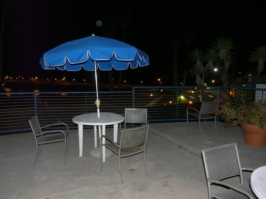 Casablanca Inn on the Beach : Just the sound of the surf at night