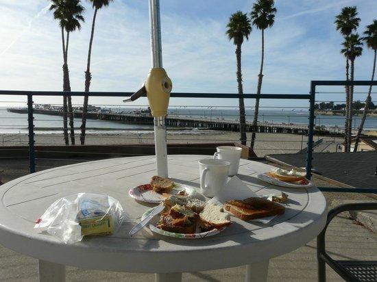 Casablanca Inn on the Beach : Breakfast in the sun
