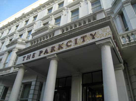The Park City Grand Plaza Kensington Hotel : front of building