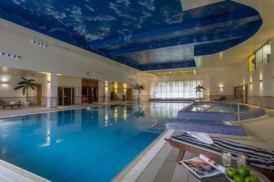 Suite bathroom picture of mullingar park hotel - Hotels in bath with swimming pool ...