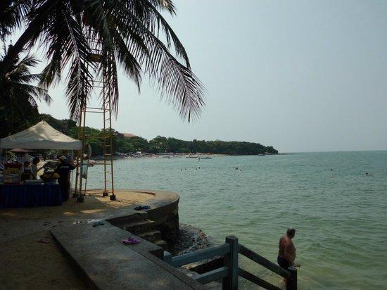 Royal Cliff Beach Hotel : На пляже