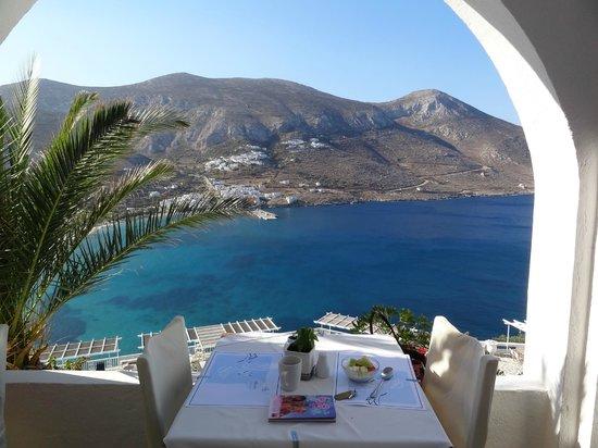 Aegialis Hotel & Spa: View breakfast / restaurant terrace