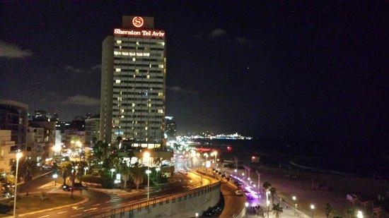 Renaissance Tel Aviv Hotel: Vista noturna