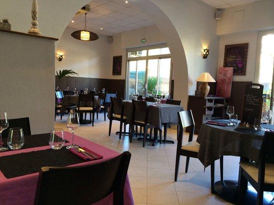 Restaurant l'Acanthe : Jolie salle simple mais sympathique