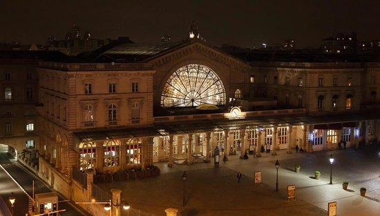 Hotel Le Marcel : Gare de l'est (dalla finestra della camera)