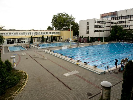 Csaszar Hotel: pools