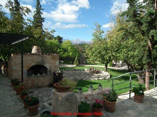 Arosmari Village Retreat: Arosmari Hotel Garden