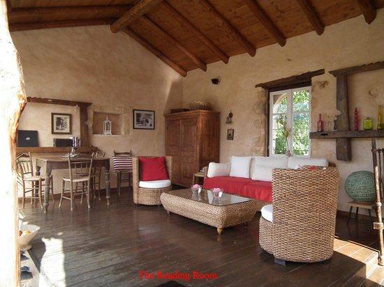 Arosmari Village Retreat: Reading Room at Arosmari Hotel