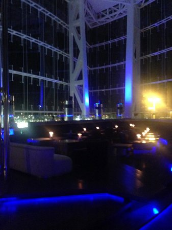 Hilton Capital Grand Abu Dhabi: Blue Bar