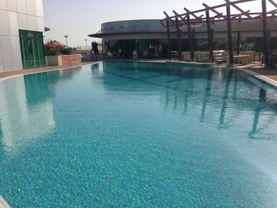 Hilton Capital Grand Abu Dhabi: View from the pool