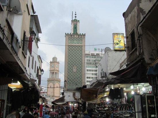 Ancienne Medina : con un minareto e la Torre dell'Orilogio 2