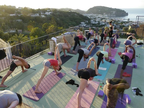 Hotel Pensione Monti: yoga with a view