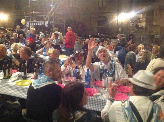 Piazza del Mercato: праздник в разгаре