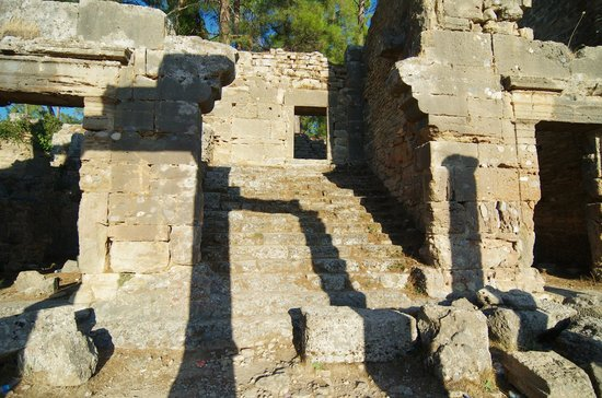 Seleukia (Lybre): the stairs to the upper floor of the agora