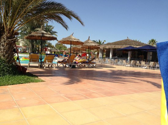 TUI MAGIC LIFE Penelope Beach : Fabulously clean and un-cluttered pool area.