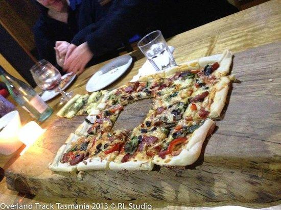 Cradle Mountain Huts: Pizza night
