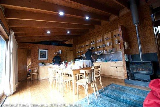 Cradle Mountain Huts: Preparing for breakfast