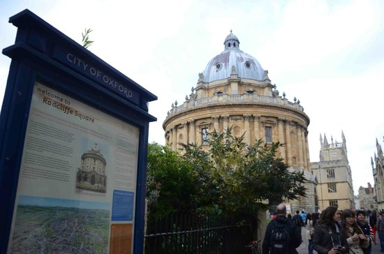 Footprints Tours Oxford: walking tour for the city of oxford with Tom