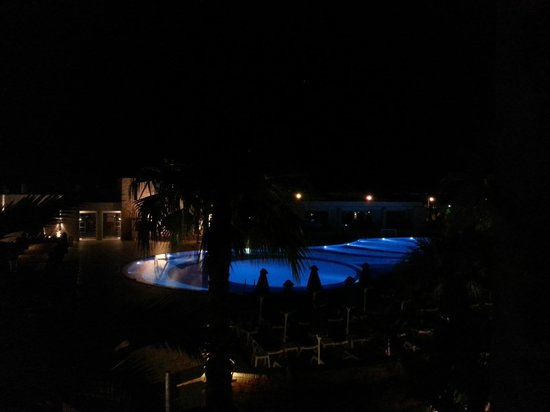 Grand Hotel Holiday Resort: Early in the morning view from the balcony. Preparing to go to Samaria...