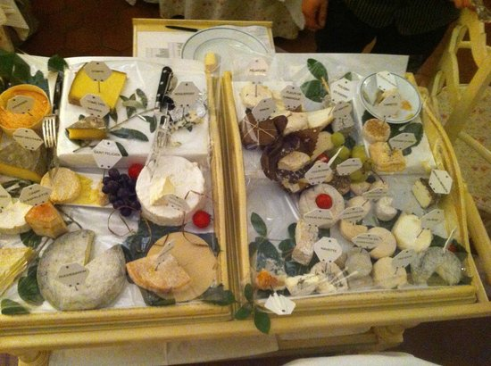 Auberge de Cassagne & Spa : The Cheese Trolley to Fall in Love With - 80 choices