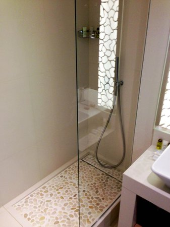 Hotel N'vY: Bathroom