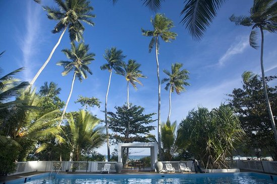 Surya Lanka Ayurveda Beach Resort: Swimming Pool