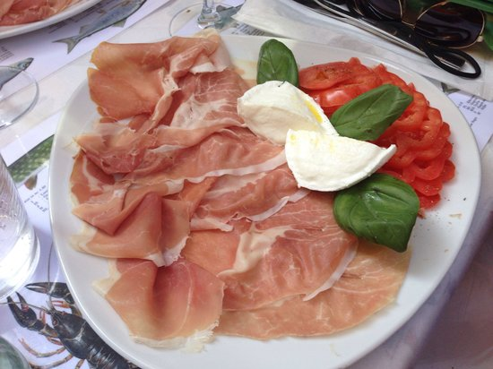 Trattoria Bella Venezia: Parma, bufalo, tomatoes
