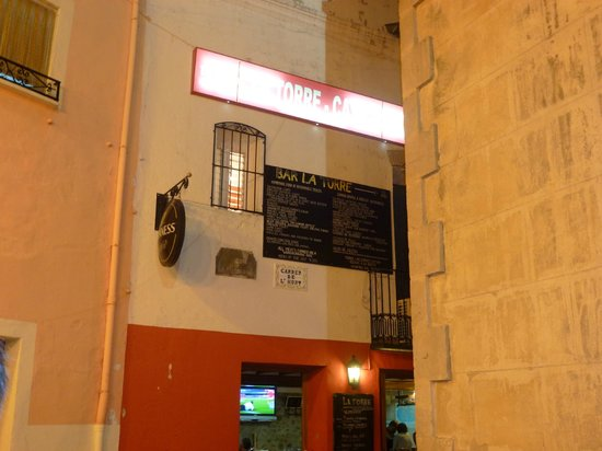 La Torre: Yep, the restaurant is there