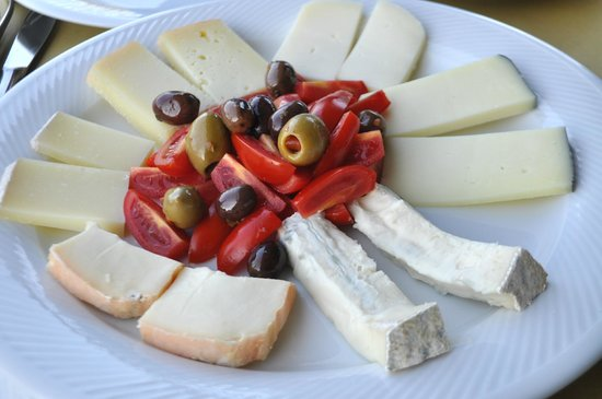 Casa Portagioia: The plate of cheese put together by Marcello.