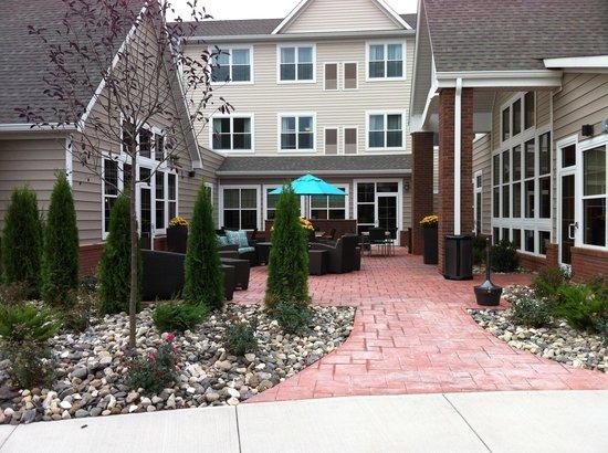 Residence Inn Albany Washington Avenue: Court Yard