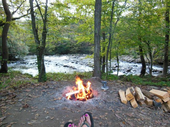 Greenbrier Campground : Ahhhhh.....relaxing by the campfire
