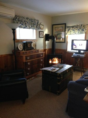 Phineas Swann Bed and Breakfast Inn: Living Area