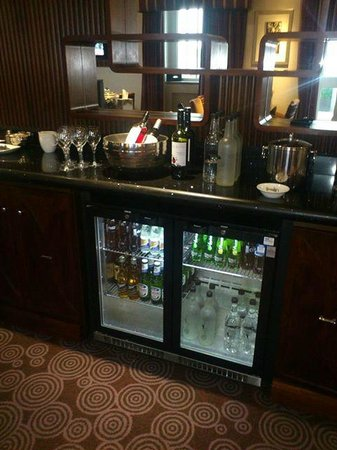 The Queens - Leeds: The Q Club bar
