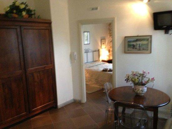 Pietre Antiche Appartamenti: Sala/quarto