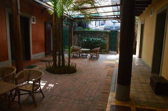 Sala Prabang: courtyard