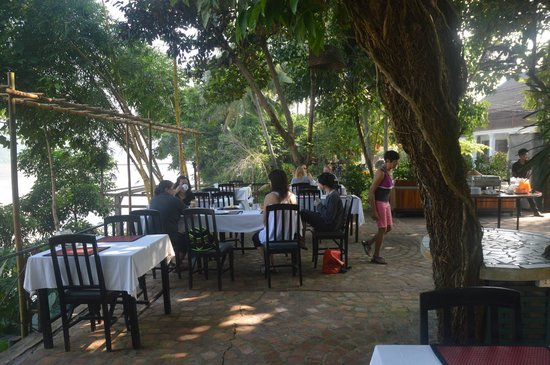 Sala Prabang: open air breakfast area across the hotel along Mekong River