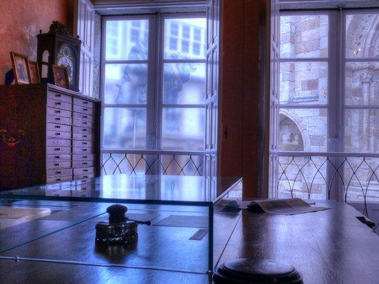 Emilia Pardo Bazan House Museum : Sala III. O gabinete de traballo