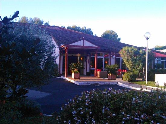 Kyriad Nimes Ouest: Vue extérieur de l'hôtel