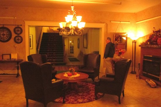 Hot Lake Springs Bed and Breakfast: Lobby