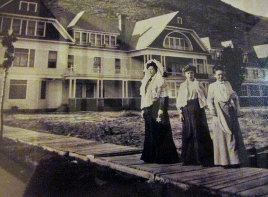 Hot Lake Springs Bed and Breakfast: Historical Pictures every where