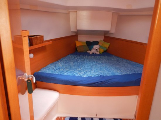 Lightheart Sailing: Forward cabin