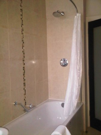 Grand Central Hotel: Shower