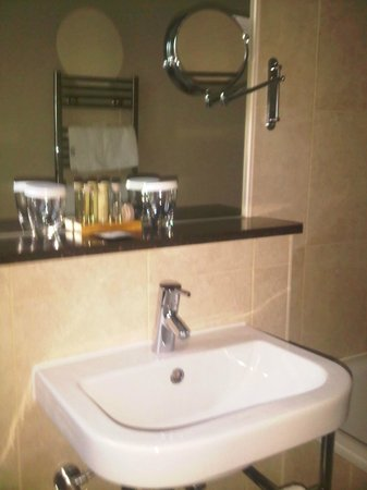 Grand Central Hotel: Toiletries / Sink